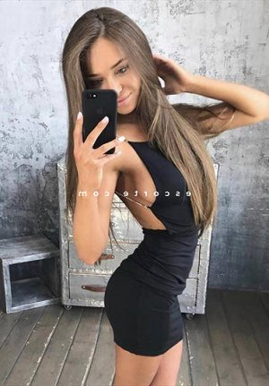 Tasmine massage tantrique escort girl à Craponne